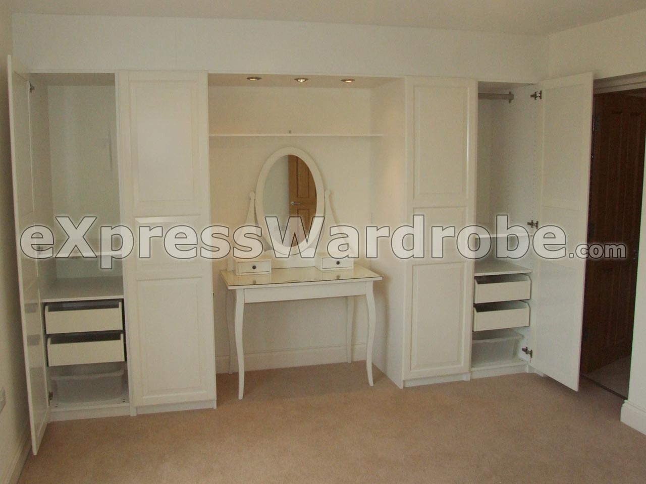 Bedroom wardrobes fitted bedroom wardrobes b q for Fitted bedroom furniture